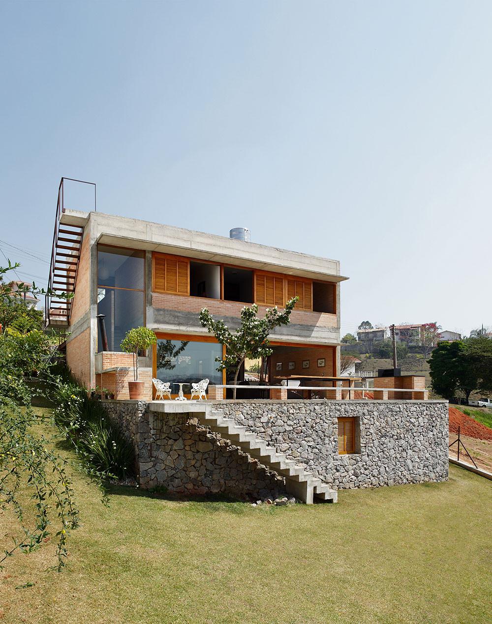 House in bragan a paulista centro arquitetura archdaily for Casa moderna venezia