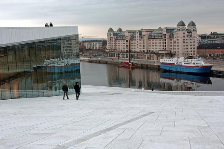 """Cidade Escandinava de 8 milhões"": A conectividade terrestre como sinônimo de posicionamento global, Oslo, Noruega. © mauro_ventura; via Flickr. Used under <a href='https://creativecommons.org/licenses/by-sa/2.0/'>Creative Commons</a>"