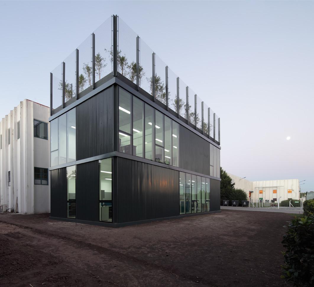Hydro Aluminum Industrial Pavilion / Daniel Silberfaden + Adamo-Faiden