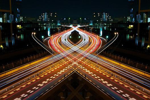 Arte y Arquitectura: Graffiti de Velocidad / Espejo de Simetría, por Shinichi Higashi, © Shinichi Higashi