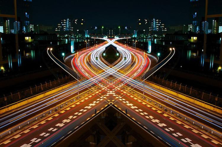 Arte e Arquitetura: Graffiti de Velocidade / Espelho Simétrico, por Shinichi Higashi, © Shinichi Higashi