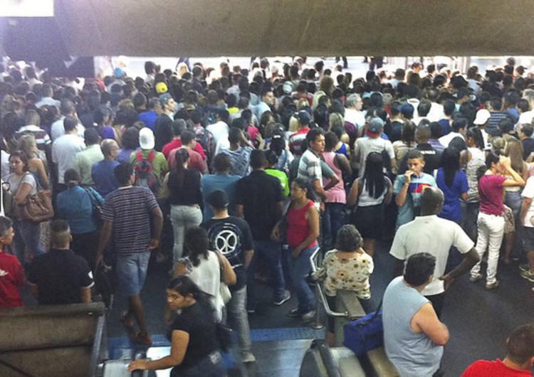 É impossível que o metrô de São Paulo passe a funcionar por 24h a curto prazo