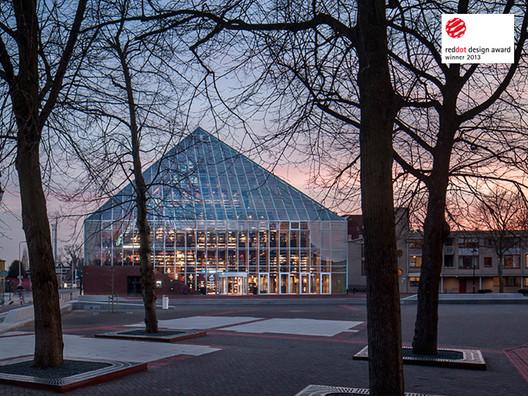 Book Mountain at Spijkenisse market square © scagliolabrakkee.nl via MVRDV