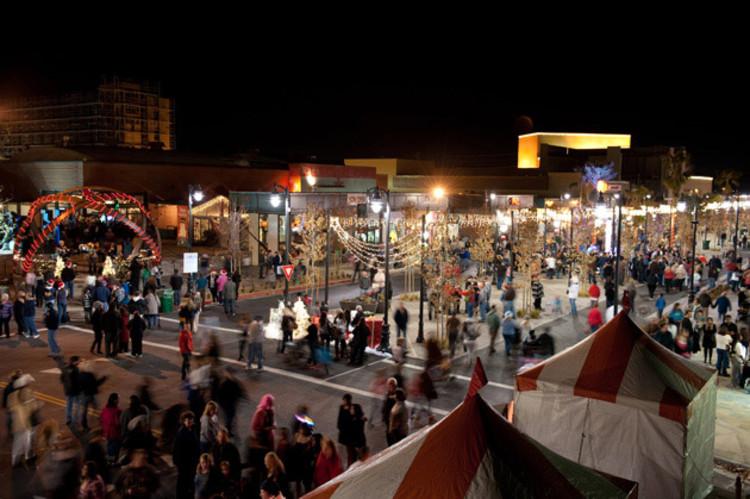 """""""The Lancaster Boulevard"""": A economia como chave do desenvolvimento urbano, Celebração da Festa de Inverno em Lancaster Boulevard © Moule & Polyzoides"""