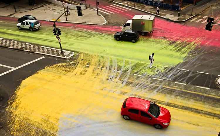 Festival Baixo Centro em São Paulo terá 530 atividades, Intervenção que aconteceu na Avenida São João parte da 1ª edição do Festival Baixo Centro - Via Folha de S.Paulo