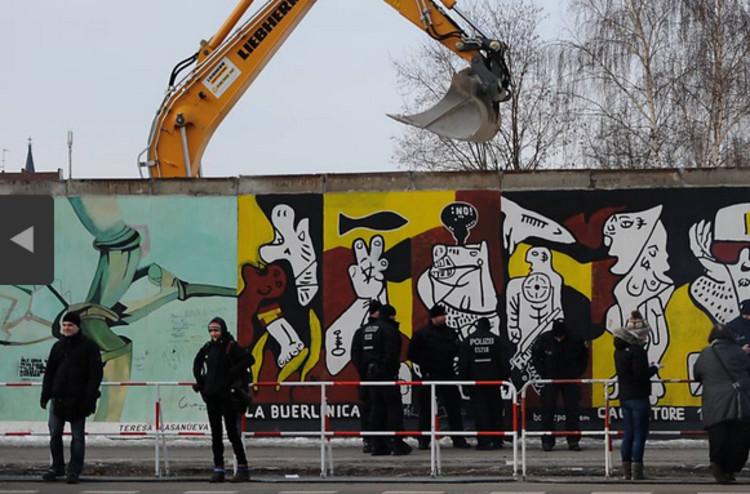 Muro de Berlim sofre interferências por construtora, © Britta Pedersen/Associated Press via Folha de S.Paulo