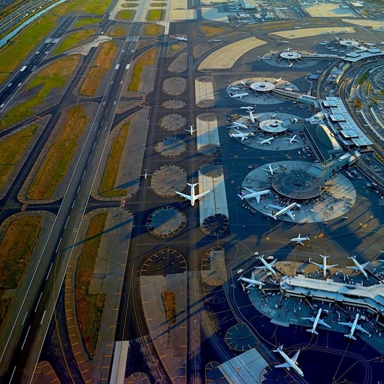Visto de Cima: Jeffrey Milstein captura a arte nos desenhos de aeroportos, Newark Liberty International Airport © Jeffrey Milstein