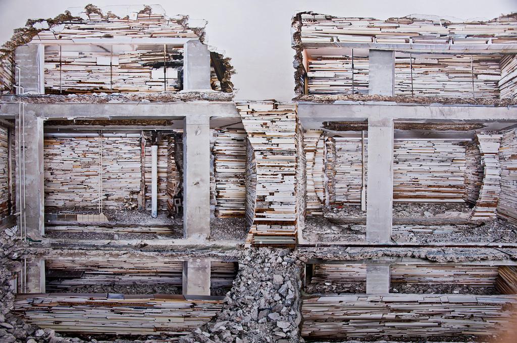 Arte y Arquitectura: El trabajo en muros abandonados de Marjan Teeuwen , © Happy Famous Artists