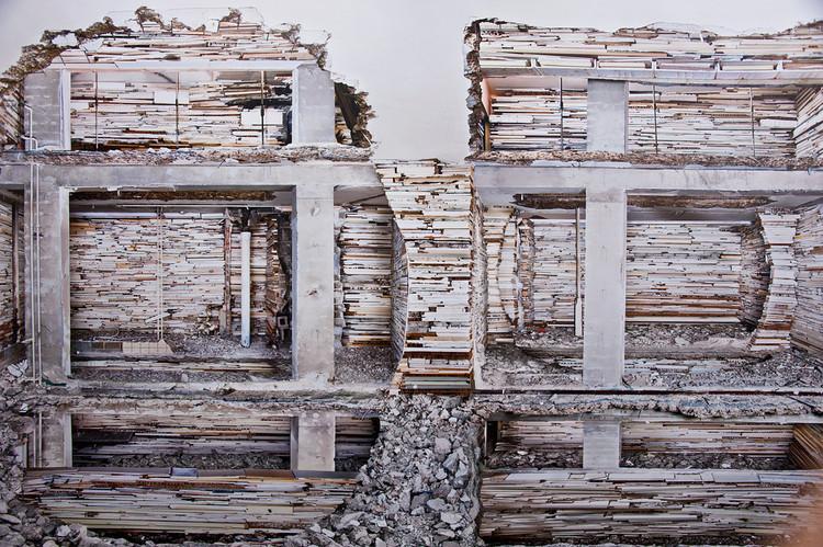 Arte e Arquitetura: O trabalho em muros abandonados de Marjan Teeuwen , © Happy Famous Artists
