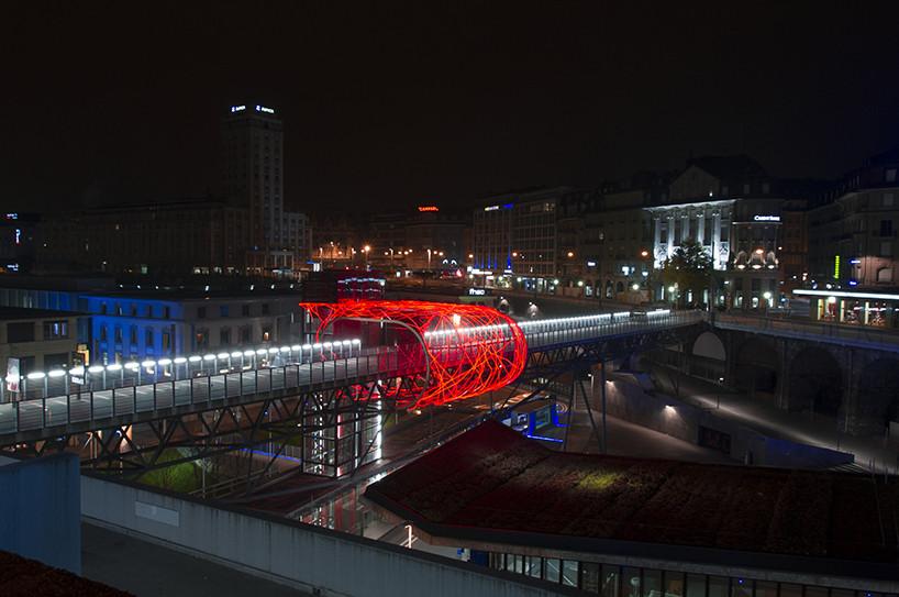 Flux Cocoon: 3.600 luces LED se envuelven alrededor de un puente / Allegory, ©  Laura Rimayati