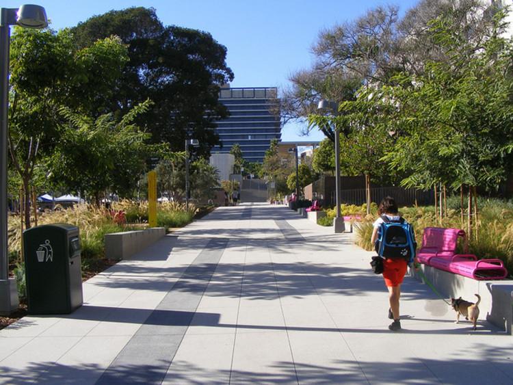 O uso misto do solo como mecanismo para reduzir a criminalidade, Grand Park, Los Angeles, EUA ©dan reed!; via Flickr. Used under <a href='https://creativecommons.org/licenses/by-sa/2.0/'>Creative Commons</a>