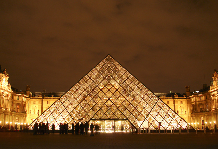 Spotlight: I.M. Pei, Le Grande Louvre. Image © Greg Kristo