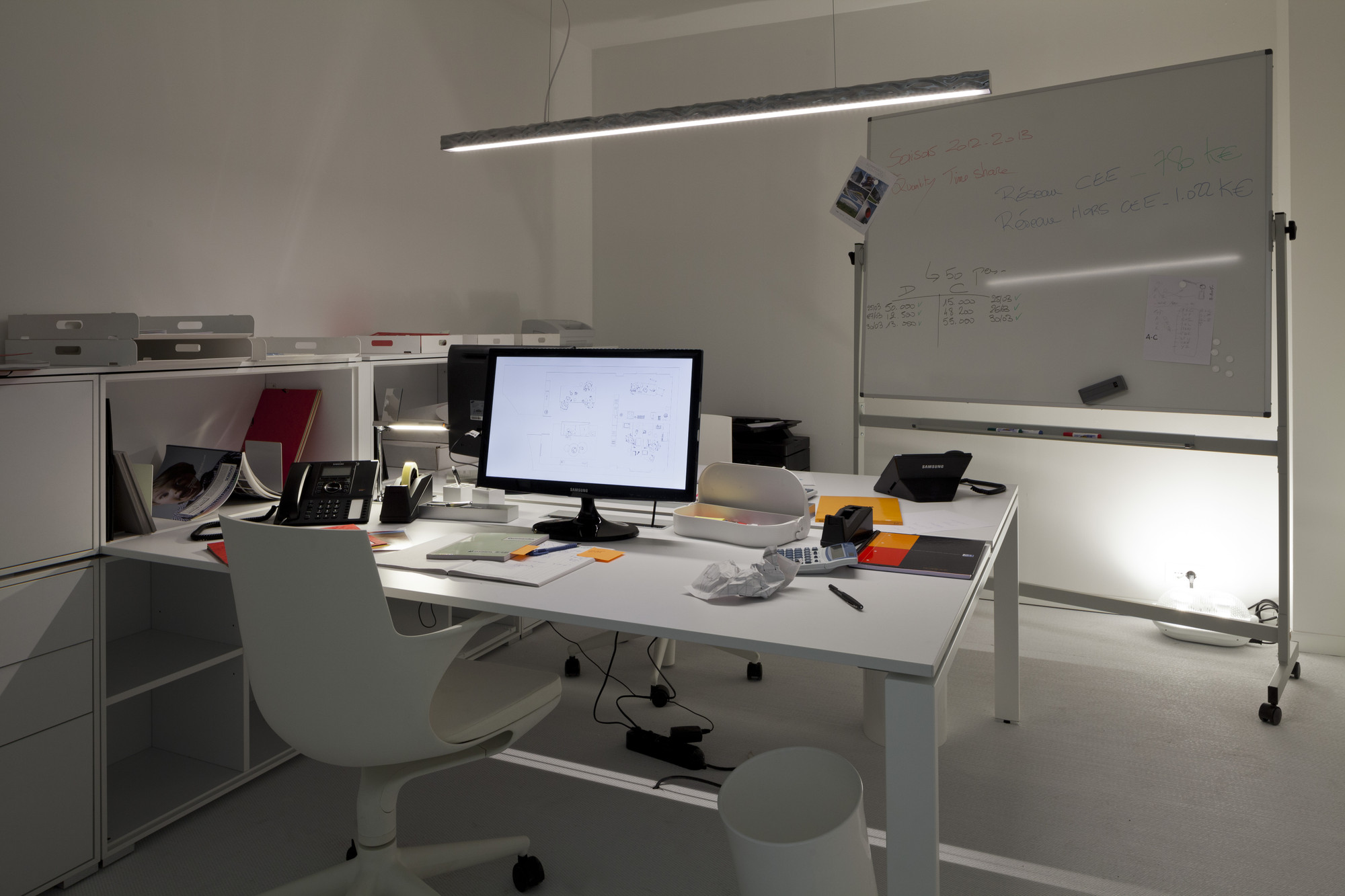 Gallery of milan design week 2013 office for living for Disenos de interiores para oficinas