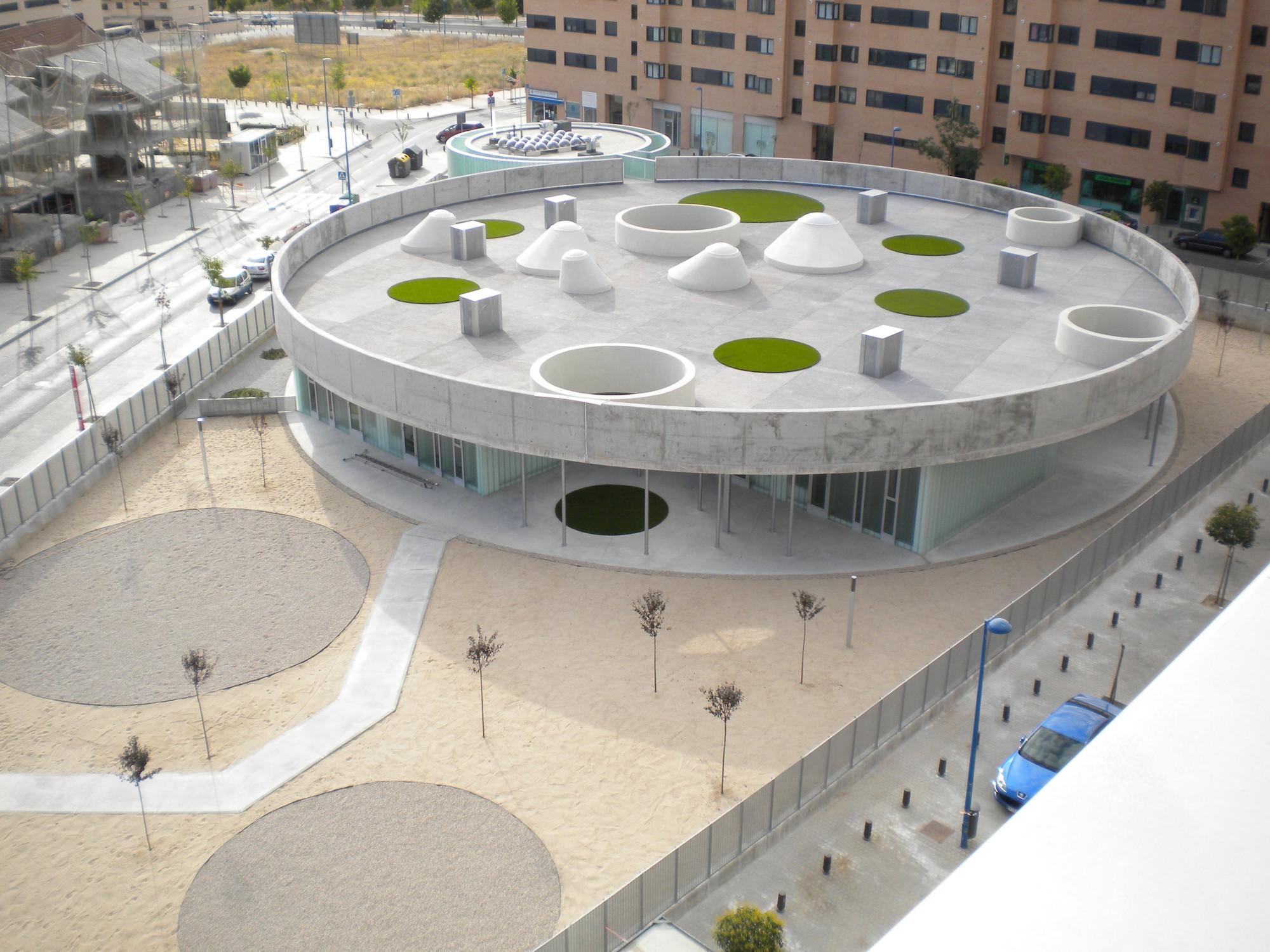 Escuela infantil en vereda de estudiantes rueda pizarro for Jardin de la vereda