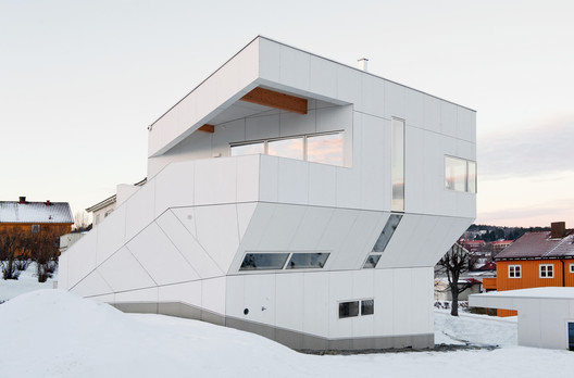 The Polite House / JVA
