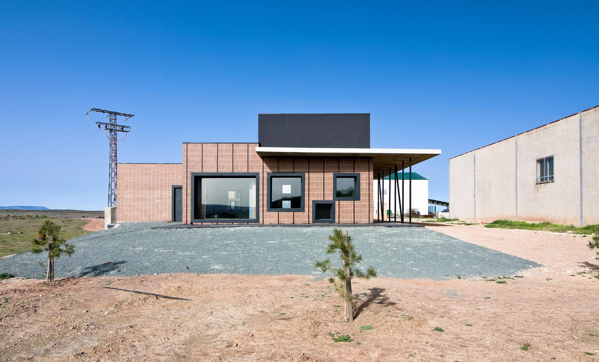 Municipal Funeral Home Montealegre del Castillo, Albacete / dra arquitectos