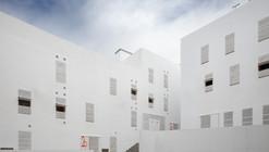 Housing in the Historic District of Cadiz / Cano Lasso