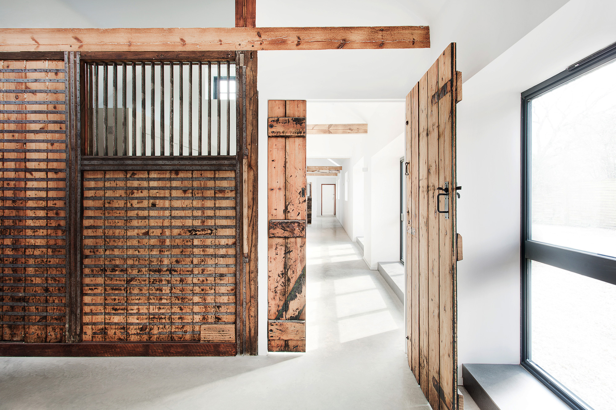 Manor House Stables / AR Design Studio | ArchDaily