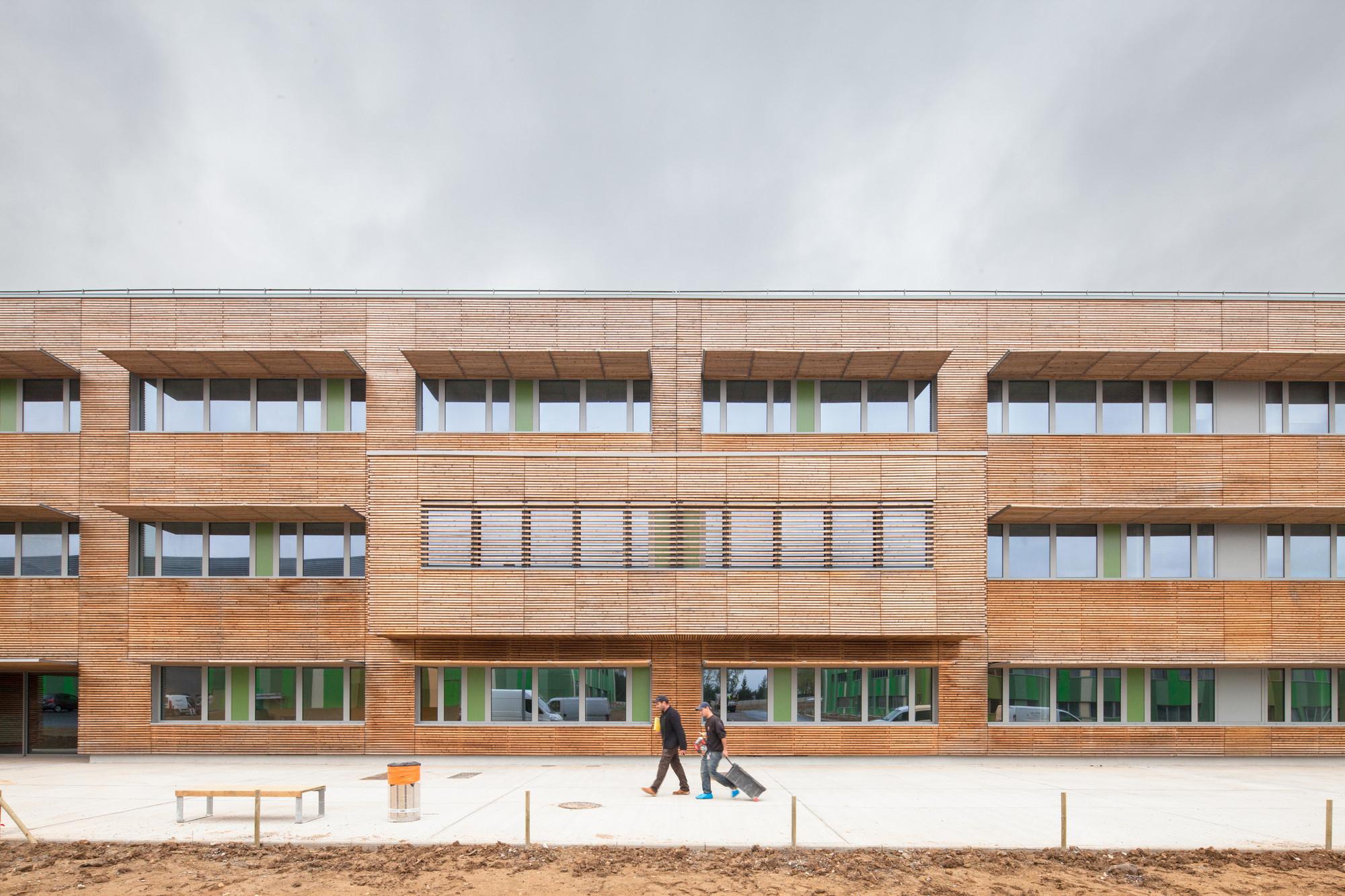 BA 105 / Lacoudre Architecte, © 11h45