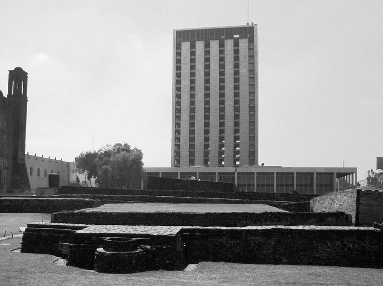 Architecture Classics: Torre SRE Tlatelolco / Pedro Ramírez Vázquez, Courtesy of Flickr user Aquarela 08