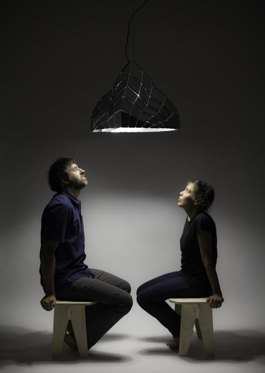 Luminária Vilú: arquitetura mínima no espaço / gt2P, © Aryeh Kornfeld Kischinevzky