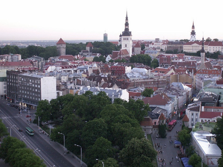 Tallinn é a primeira capital europeia a ter transporte público gratuito, Centro de Tallinn, Estônia. © joost boers; via Flickr. Used under <a href='https://creativecommons.org/licenses/by-sa/2.0/'>Creative Commons</a>