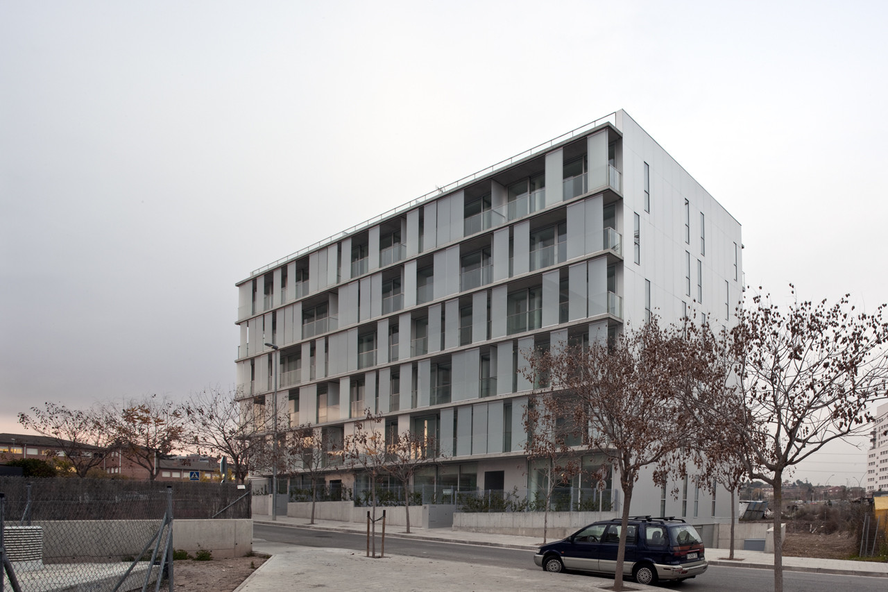 30 unit multifamily housing building narch archdaily for Multi family living