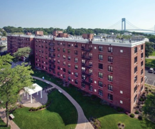 Seaside Plaza Apartments   Staten Island, NY / Michael Grew