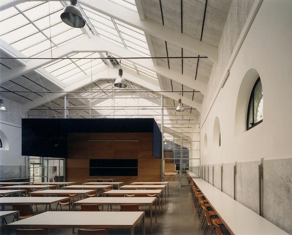 Recuperación del antiguo matadero en un Campus Universitario / Studio Insula