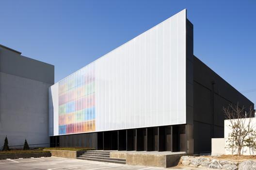 Oficina de Entretenimiento Stardom / D.LIM architects
