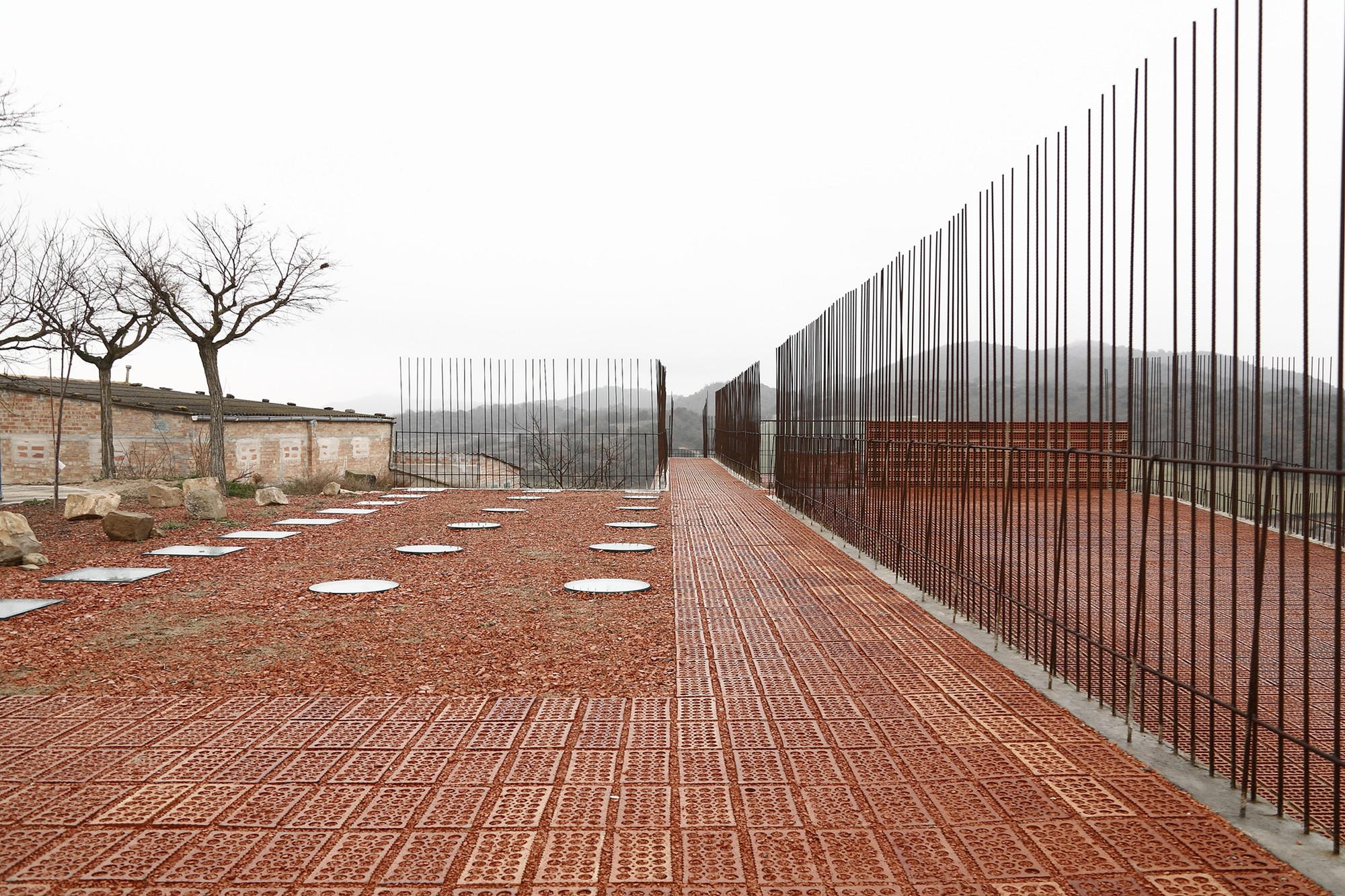Espaço Transmissor do Túmulo | Dolmen Megalítico De Seró / Estudi D'arquitectura Toni Gironès, © Aitor Estevez
