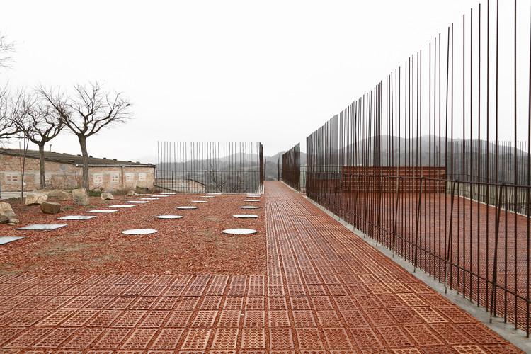 Espacio Transmisor Del Túmulo | Dolmen Megalítico De Seró / Estudi D'arquitectura Toni Gironès, © Aitor Estevez