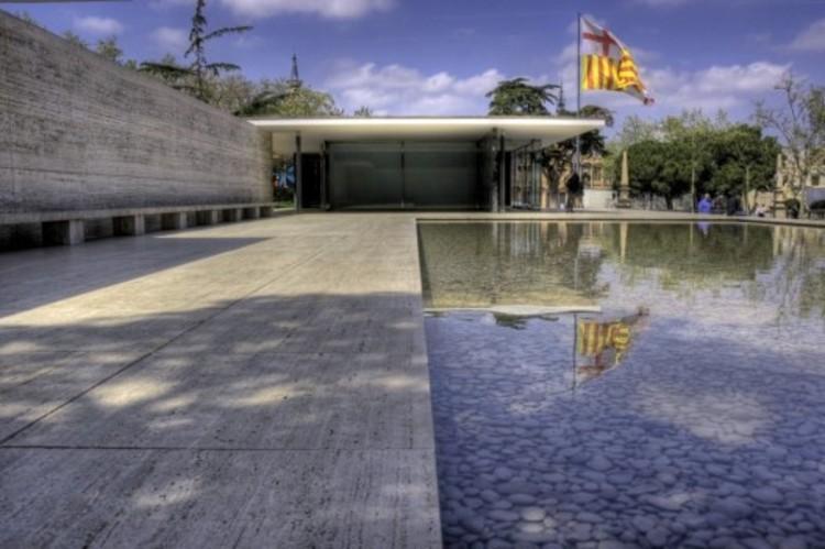 Um Curso Intensivo de Arquitetura Moderna (Parte 1), The Barcelona pavilion, now an architectural icon but unnoticed in the beginning. Image ©Flickr User CC Wotjek Gurak