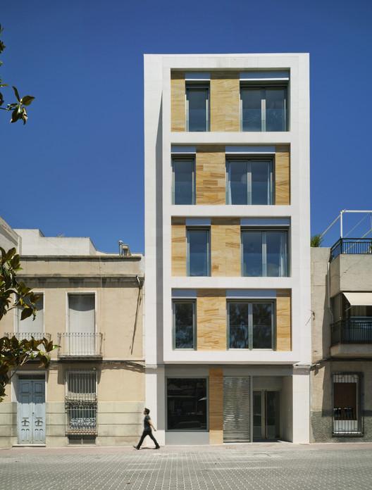 Edif cio residencial em cieza xavier ozores archdaily for Fachadas para apartamentos pequenos