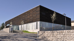 Casa da Juventude para a Cultura e o Conhecimento  / 2NE Architecture