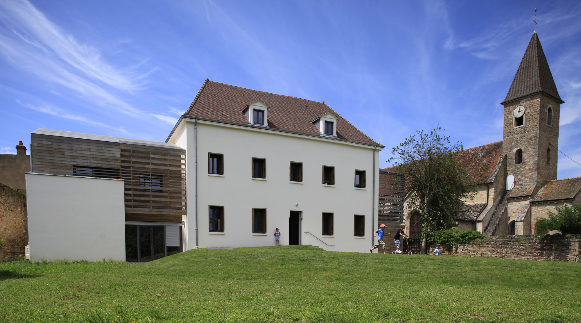 Rehabilitation of the Farmer Cure in a Nursery and Two Apartments / Y. Architectes, © Jonathan Letoublon