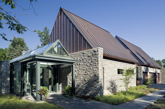 299 Soper Place / Barry J. Hobin + Associates Architects Inc