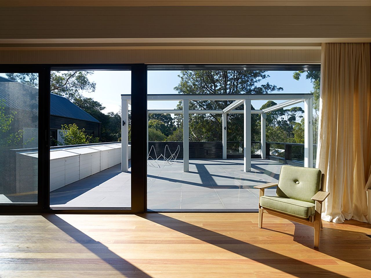 Blake street b e architecture archdaily for Oversized sliding glass doors