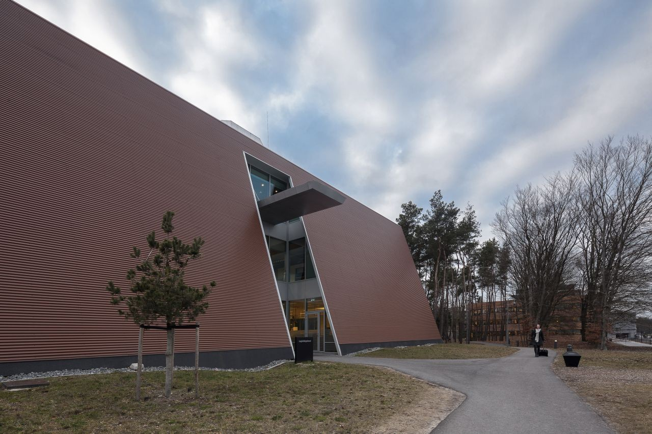 Logistic Building in Corporate Campus Apeldoorn / ADP Architects