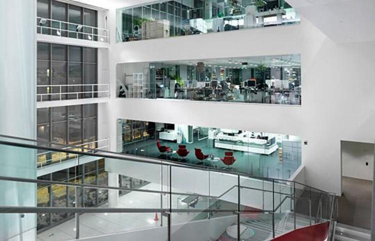 Pode a arquitetura nos tornar mais criativos? Parte III: Ambientes acadêmicos, MIT Media Lab (via mit.edu)