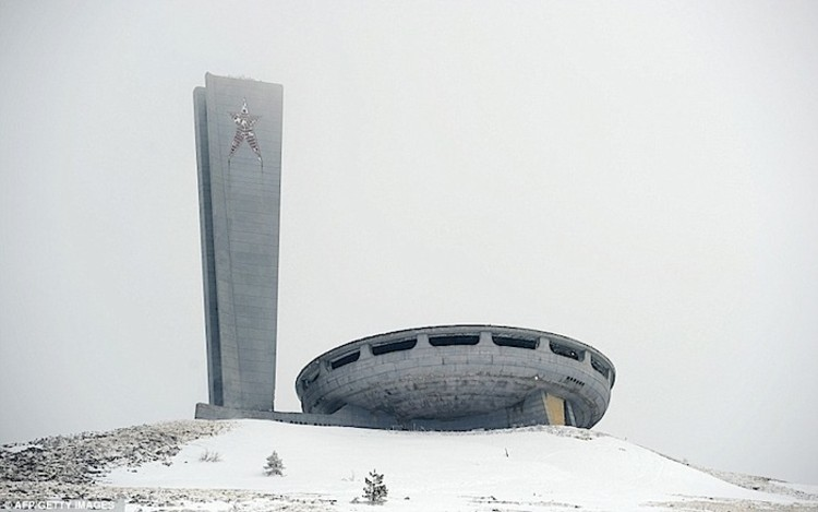 Imagens impressionantes da sede do Partido Comunista Búlgaro em deterioração após 20 anos de abandono, Cortesia de AFT GETTI IMAGES