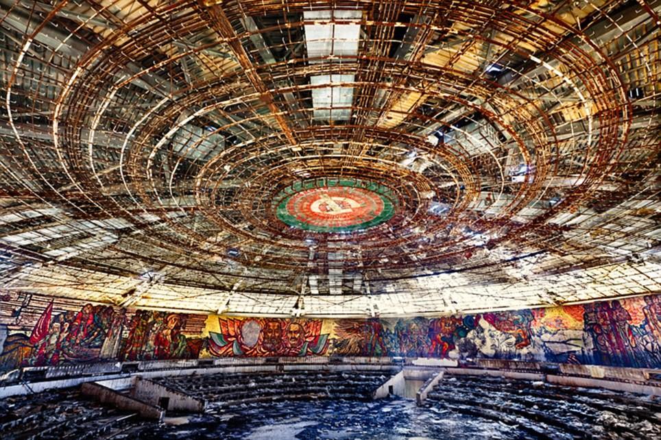Impresionantes imágenes de la sede del Partido Comunista Búlgaro en evidente deterioro tras 20 años de abandono