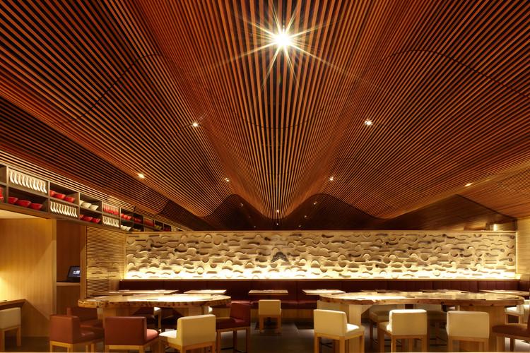 Ippudo Sydney / Koichi Takada Architects, © Sharrin Rees