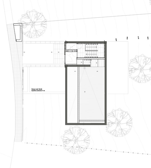 Steep Slope House Design Goes Vertical Just Like Trees: Mediterrrani 32 / Isern Associats
