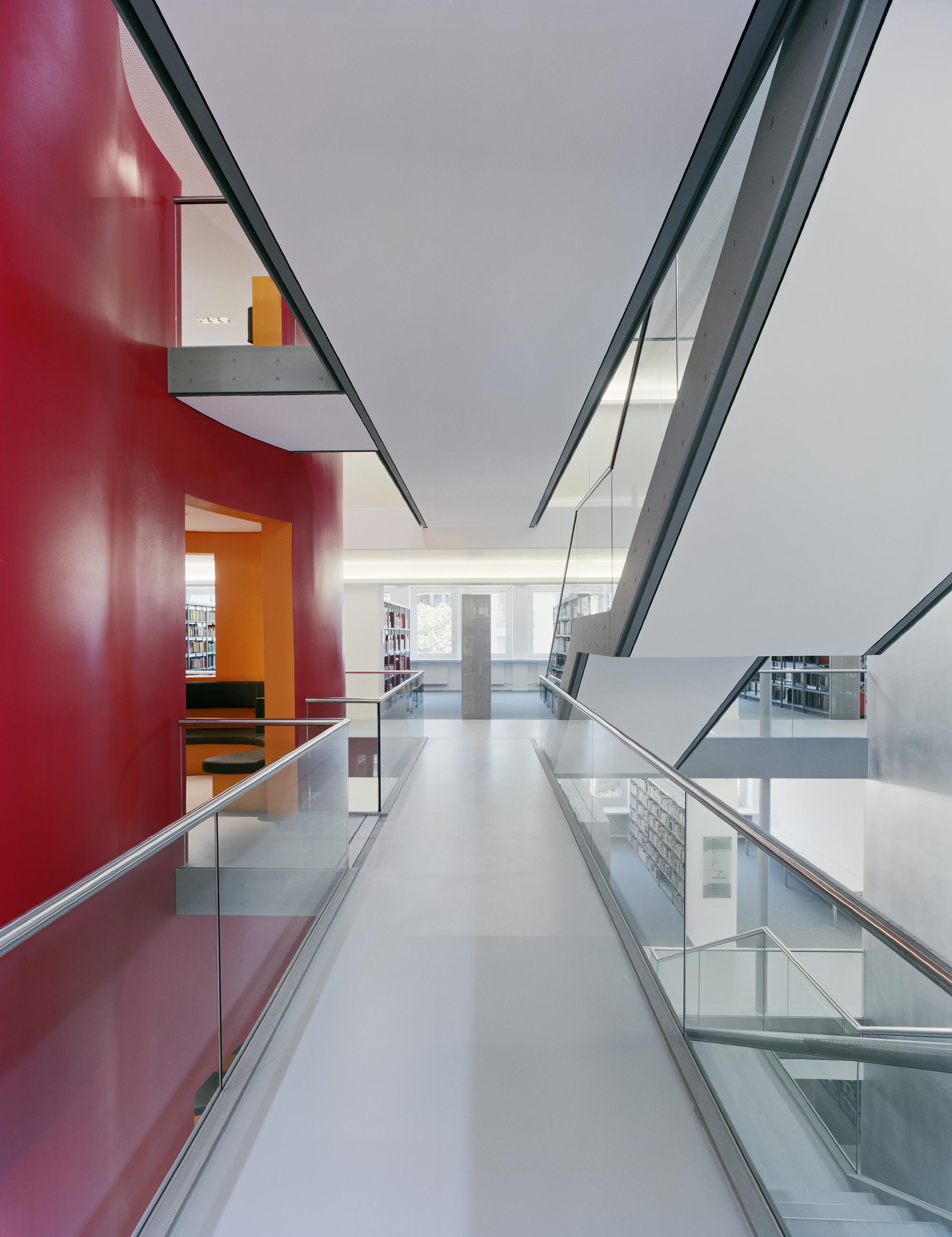 galer a de biblioteca municipal central ksp j rgen engel architekten 3. Black Bedroom Furniture Sets. Home Design Ideas