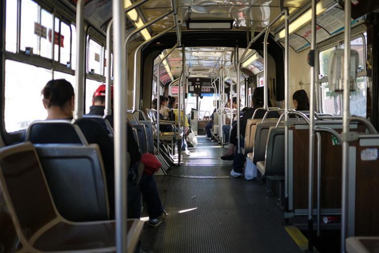 Por que as pessoas deixam de utilizar o Transporte Público?  - Estudo na Califórnia, EUA, Cortesia de  © Happy Sleepy; vía Flickr