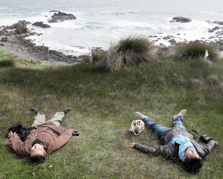 Ochoalcubo: Japao + Chile, Sou Fujimoto and Yoshiharu Tsukamoto (Atelier Bow-Wow) at the Ochoquebradas site © Courtesy of Max Nuñez