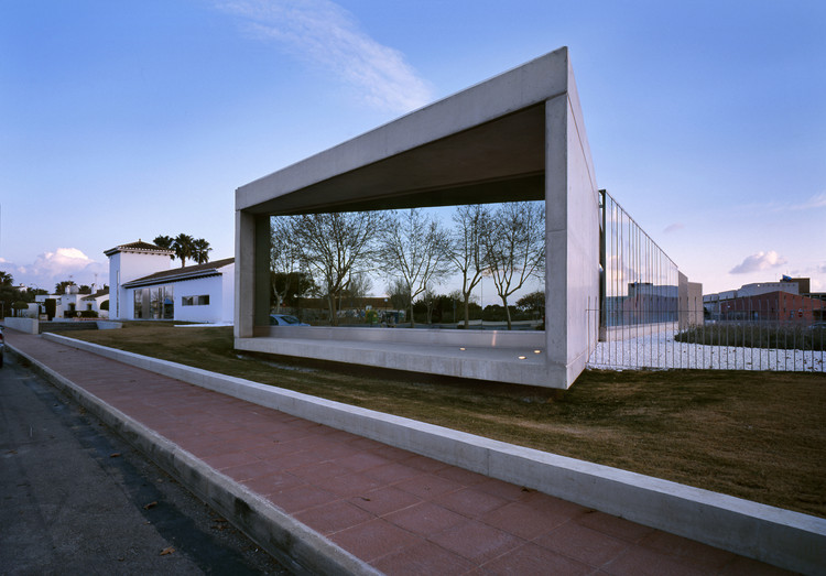 Taray Sau Office Building / MACLA Arquitectos, © Diego Opazo