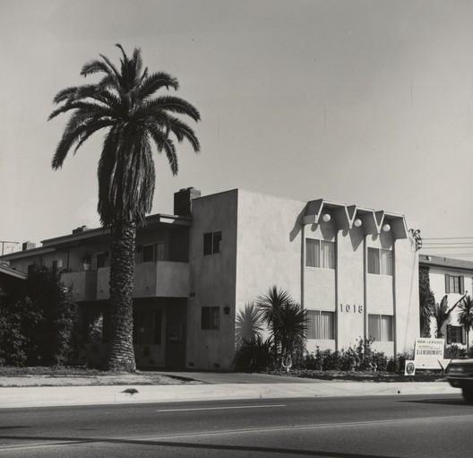 © Ed Ruscha-The J. Paul Getty Museum, Los Angeles / 1018 S. Atlantic Blvd., 1965