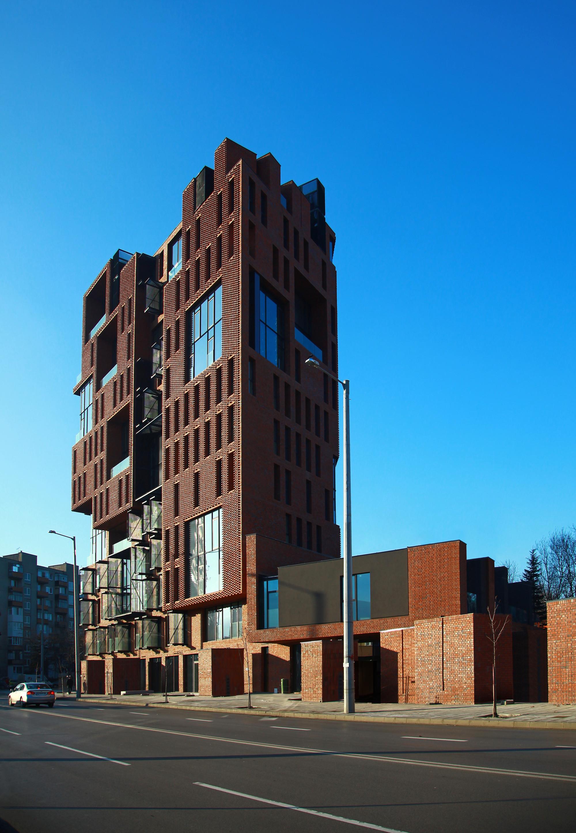 Galeria de Edifício de Apartamentos Red Apple / Aedes ...